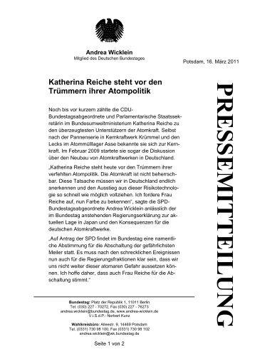 Katherina Reiche steht vor den Trümmern ihrer ... - Andrea Wicklein
