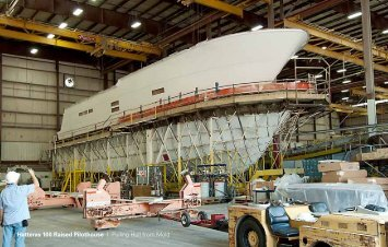 Hatteras 100 Raised Pilothouse I Pulling Hull from Mold