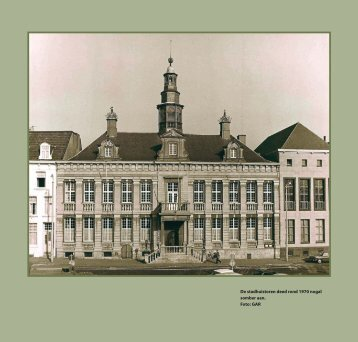 De stadhuistoren deed rond 1970 nogal somber aan. Foto: GAR