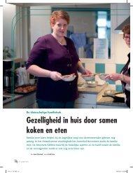 Gezelligheid in huis door samen koken en eten - Moderne ...
