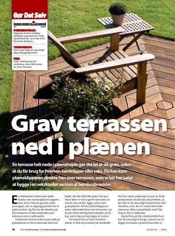 En terrasse helt nede i plænehøjde gør det let at slå græs, uden at ...