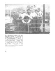 Besætningsmedlemmer om bord i S/S ERNA af Es- bjerg, bygget på ...