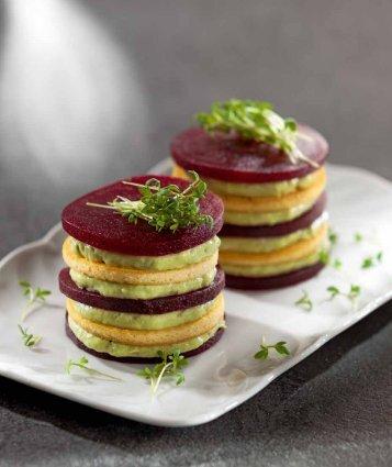 Red Tower mit Avocado-Cashew-Creme und ... - Vegan for Fit