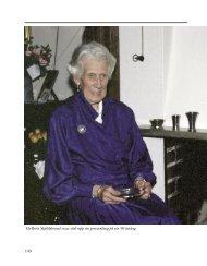140 Els-Brita Skjöldebrand visar stolt upp sin prissamling på sin 90 ...