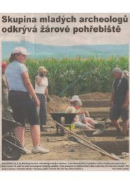 Skupina mladých archeologů odkrývá žárové pohřebiště - Jevíčko