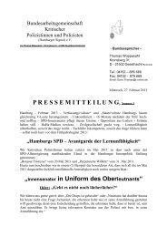 Innensenator in Uniform des Oberleutnants - Kritische Polizisten