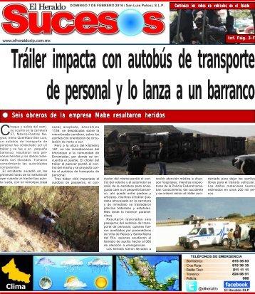 Tráiler impacta con autobús de transporte de personal y lo lanza a un barranco
