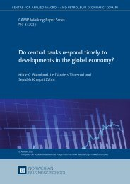 Do central banks respond timely to developments in the global economy?