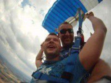 Die Geschenkidee! Ein Gutschein zum Fallschirmspringen von Tandemfun.de