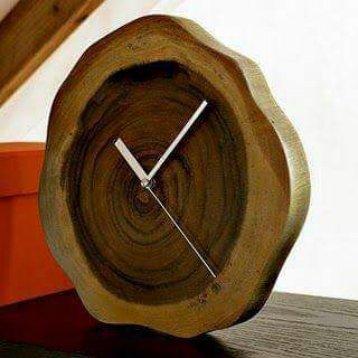 reloj en rodajas de madera