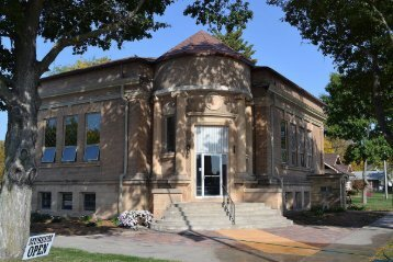 Eagle-Grove-Memorial-Library-few-paces-to-the-northwest-of-Eagle-Grove-dental-clinic-Moffitt-Dental-_1 (1)