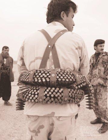 Arborant une cartouchière contenant des centaines de balles, un ...
