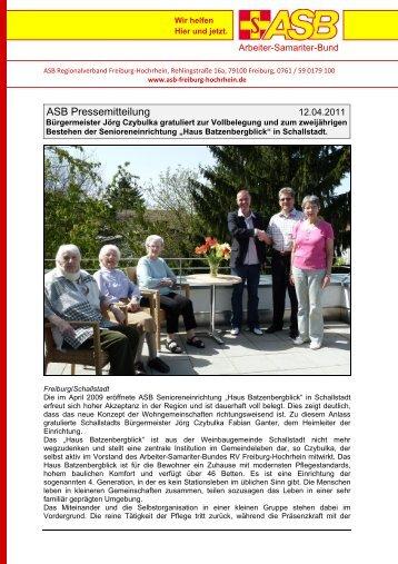 Bürgermeister Jörg Czybulka gratuliert zur Vollbelegung, Schallstadt